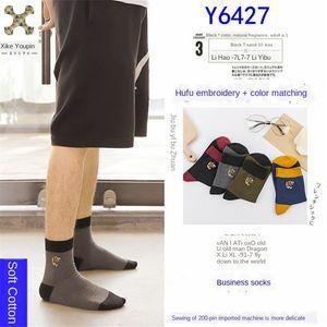 Bd0Bh w7Fxi Xike Premium-Tiger Hahn Qualität Baumwolle Trend Kopf zur Mitte der Wade Socken Xike ohne Knochen Mitte der Männer Herren-Nähen eine hohe bestickt bon