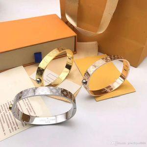American fashion selling 925 silver bracelet luxury custom silver plated thick gold new popular logo bracelet