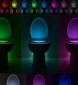 Smart Badezimmer WC Nacht LED Körper Bewegung aktiviert On / Off Sitz Sensor-Lampe 8 Farbe PIR WC-Nachtlicht-Lampe heiß FWB1079