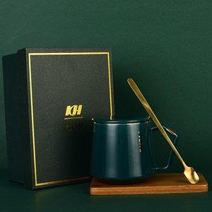 Gift Box britânica Copo e pires Set Ouro cerâmica punho Cappuccino Afternoon Tea Cup Caneca cerâmica criativa copo de água Set
