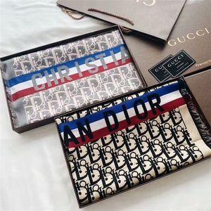 Emballage de style chaud en 2020, la qualité haut de gamme de soie et de laine mélangée, le plus écharpe jacquard luxe classique 70 * 190