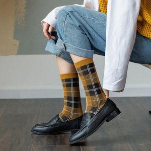 20200921 automne et l'hiver New Retro britannique de grands enfants tube moyen Plaid chaussettes femmes
