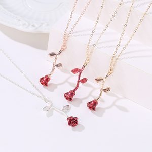 Hot Selling Romantic Valentine's Day Rose Flower Necklace Three-dimensional Flower Pendant Clavicle Chain Gift for Girlfriend