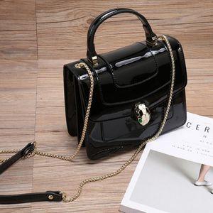 2020 nouveau sac brevet du concepteur des femmes de luxe de la mode Mode féminine en cuir émail tête de serpent chaîne bande Un sac à bandoulière en cuir Casual