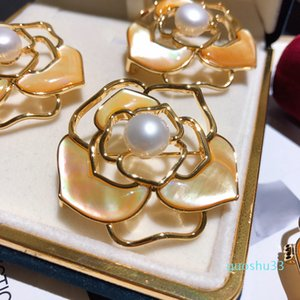 Hot Sale Fashion luxury glittering 3d hollow camellia flower fresh water elegant pearl pin designer brooches for woman ladies