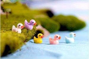 Pato amarillo Hada muñeca de juguete Jardín Miniatures Inicio ornamento colgante Musgo Liquen Micro Paisajes naturales resina Arts Crafts regalos