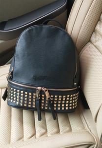 2020 New Rucksack PU-Litschi-Muster-Leder-Frauen-Tasche mit Nieten Damen-Rucksack Korean wilde Reisetasche