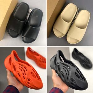 2020 Schiuma Runner Bone Desert Sand resina calda Slipper Summer Fashion piatto scorrevole Beach Uomini Donne Kanye West Sneakers Sandali Infradito 35 -45