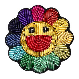 Ricamo Pin girasole colorato Sun Flower Spilla Ins Carino giapponese del fumetto Smiley Badge Tide