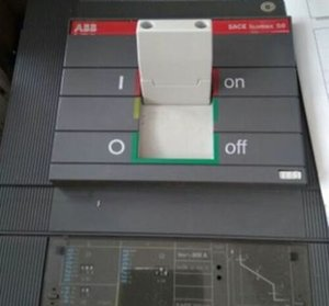 1PC는 ABB SACE S6N 800AMPS 3 POLE CIRCUIT BREAKER 번호의 RS01를 사용