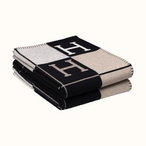 2020 Новый H Одеяло Главная Sofa горячий продавая черный красный серый темно-синий Большой размер 140 * 170см H хороший Quailty бренд одеяло
