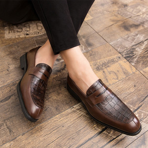 Uomo Nuovo vestito da scarpe di cuoio dell'unità di elaborazione dell'annata Primavera Giallo Business Mocassini slittamento formale sulla Piazza Calzatura uomo Oxfords scarpa da uomo