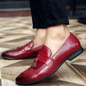 2020 New Style Fashion Mens Shoes Youth British Red Tassels Hair Stylist Set Foot Loafers Mens Thin Shoes