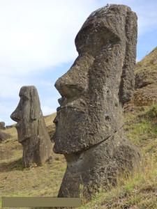 5pcs di statue Moai di pietra dell'Isola di Pasqua Fun resina in miniatura giocattolo gigante regalo Statua ornamento di vetro Figurine Fairy del giardino Oggettistica per la casa