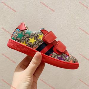 cucci Tasche 2020 Sneakers bambini scarpa primavera Elegante Rivet Bow principessa Vernice Scarpe Bambini Bassa tacco Chaussures enfants Lettera Sandals stampa