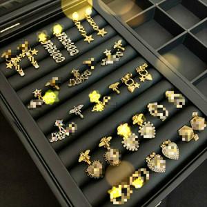 2020 nuevo de alta calidad joyas de diseño de artículos del oído pendientes anillo de la perla Marca clásico del perno prisionero del aro del perno prisionero de las mujeres El logotipo de la letra correcta