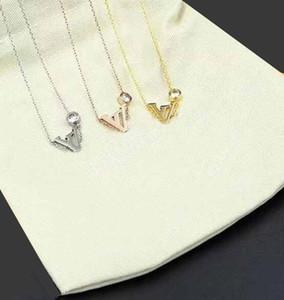 Venda Hot Carta Colares do V 316L Titanium aço 18K banhado a ouro colar de moda colar de cadeia curta casal jóias presente
