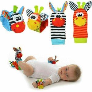 2020 아기 장난감 귀여운 아기 유아 소프트 딸랑이 핸드벨 손 발 줍는 양말 발달 장난감 인형 양말 생일 선물