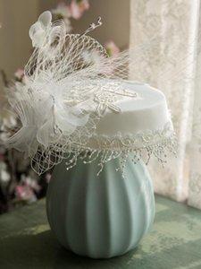 White Lace Fascinator del cappello del ricamo con clip di capelli Mini piatto Fedora protezione del fiore di Applique Veil Headwear Fringe Accessori per capelli