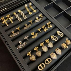 15 Artqualität Designer Schmuck der richtige Buchstabe-Logo-Bolzen-Perlen-Ohrringe Original-Verpackung-Band-Bolzen aretes Ohrringe Frauen Ringe