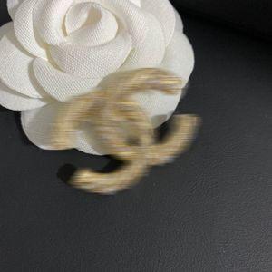 Avoir des timbres explosifs Broche design de luxe Lady lettre de haute qualité mode perle broche CC nouvelle a le logo Livraison gratuite