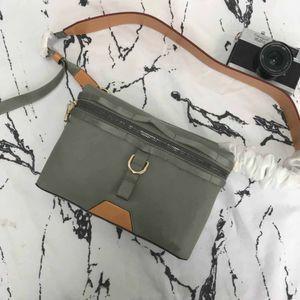 new889 Messenger günlük yaşam boyutu moda seçimi için uygun slanting küçük postacı çantası: 26x18x4CM