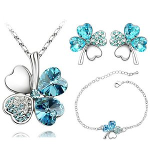 Lucky Four-leaf Straw Crystal Necklace Earrings Bride Crystal Set Female Burst Jewelry Top Quality Fashion Crown Pendant Necklace for Women