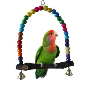 Los loros de madera naturales columpio de juguete aves granos coloridos Bird Supplies Campanas Juguetes Perch columpios colgantes de jaulas para mascotas