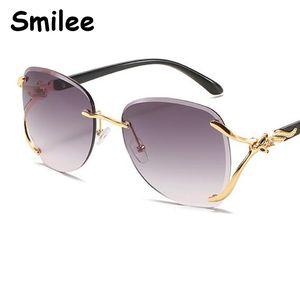 2021 새로운 특대 여성 선글라스 디자이너 패션 브라운 빈티지 레트로 선글라스 그라데이션 여성 안경 UV400