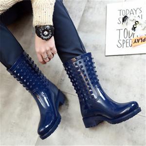 Lady caoutchouc Bottes de pluie Mode femme Rivets Galoches Rainboots antidérapants Filles imperméables Wading Bottes Pvc Gumboots Chaussures de pluie