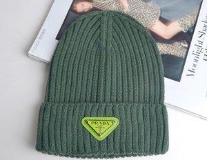Hüte Winter-Strick-Pelz-Poms Beanie Label-Luxuxmänner 232and Frauen Kabel Slouchy Caps Schädel Mode Freizeit Beanie im Freien Hut 3335
