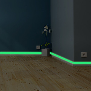 Aydınlık bant süpürgelik Duvar Sticker oturma odası yatak odası Çevre dostu ev dekorasyon çıkartma Glow karanlık DIY Şerit Çıkartma içinde