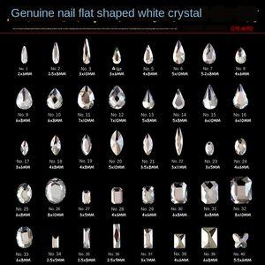 클래식 인터넷 유명 인사 같은 스타일의 네일 네일 라인 석 액세서리 바닥이 평평한 특별한 모양의 흰색 다이아몬드 멀티 섹션 밝은 흰색