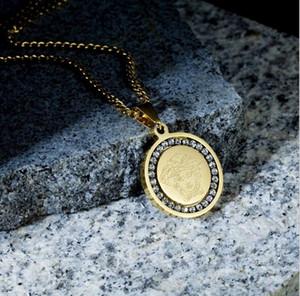Hip Hop Fashion Designer Circluar Colliers Monnaie Imprimé Cirlce Collier en acier inoxydable Pendentifs avec cristal de diamant de 60 cm Chaînes