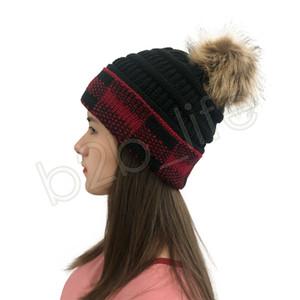 Las mujeres Pom Gorros Cola de caballo de punto Hat Gorro de tela escocesa Gorras Bonnet Pom extraíbles MUCHACHA gorras sombrero rojo y Negro Caps GGA3741-1