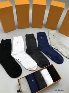 Qualité coton design Chaussettes mode Chaussettes unisexe femme Nouveau couple Luxe Bas Skateboard Sport chaussettes d'affaires Stocking