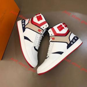 Louis Vuitton Vente haute chaussures iconiques Chaussures Rivoli hommes en cuir blanc design crochet en cuir imprimé et boucle baskets à lacets chaussures de sport