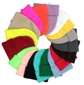 25 colores para hombre clásico de las señoras de las mujeres de gran tamaño de punto Slouch Beanie Beanie cráneo del sombrero de los casquillos de los amantes Kintted Cap sólido Beanie Caps EEA1955