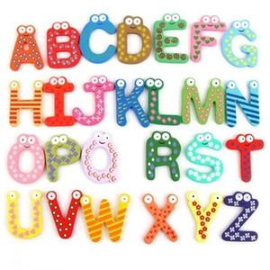 Unisex bambino di legno del frigorifero del fumetto di studio di legno regalo dei capretti imparare lettera fumetto giocattolo magneti frigo alfabeto magneti educativi wphome DTX