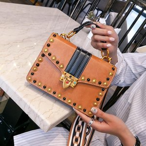 Британская мода ретро женщина сумки 2020 Новые высокого качества Кожа PU женщин сумка Заклепка сумка Портативный плеча