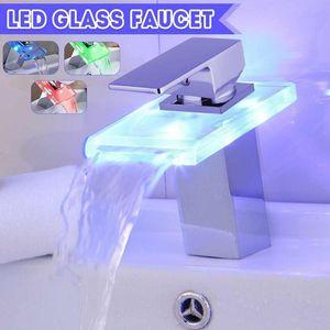 Bacia LED Xueqin torneira de bronze Cachoeira Temperatura Alterar cores Banheiro Mixer Toque Deck Montado Lavar Taps Dissipador de vidro