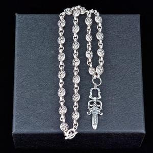 Los hombres de moda collar de titanio de acero de lujo creativo adorno de la cruz y cadena corta de las mujeres suéter