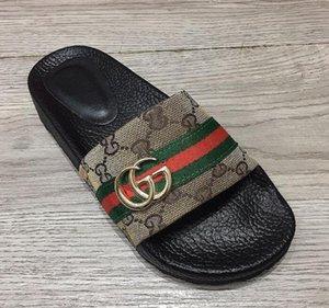 2021 gggbrand wonen Flip-Flops Sandalen Frauen Sandalen Designer-Schuhe schieben Summer Fashion breite flache Slippery mit dicken Sandalen Slipper.