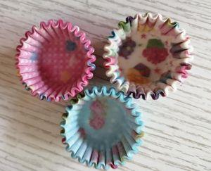 Mini tamaño clasificado de papel de la magdalena trazadores de líneas cajas del mollete Tazas de la hornada de la torta torta de la decoración del molde de base 2.5cm