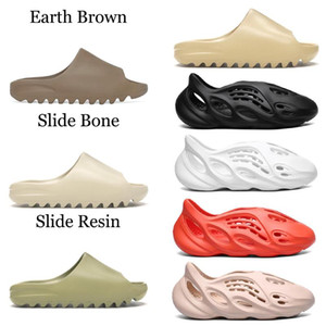 2020 Kanye West Slides Chinelos Foam Runner areia do deserto Triplo Preto Branco Osso Resina Deslize Sandália Mens Slipper