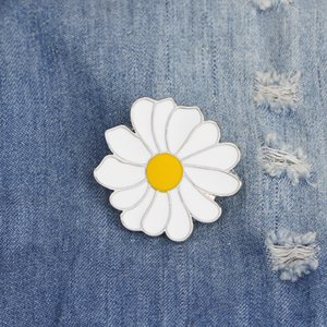 Cute Metal Badge White Daisy Flower Spring Time Easter Enamel Lapel Pin Brooches Women Girls Children for Clothing Bag Decor Jewelry