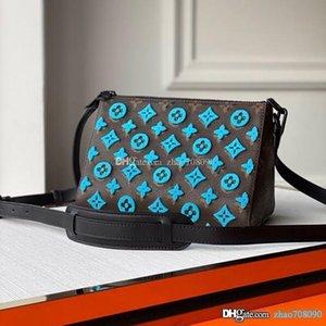 حلوى حقيبة TRIANGLE الحقائب الجلدية taurillon رسول التطريز عبر هيئة كيس قماش الرجال حبال أكياس أعلى نوعية الرجال محفظة مع صندوق A016