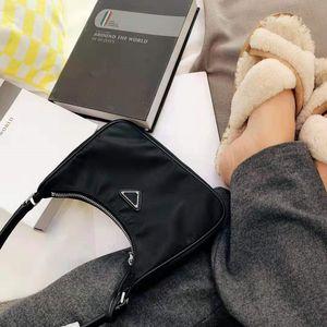 Preto luxo Designer-axilar Saco clássico Bag Handle Matching Couro Nylon Tote Single-ombro Bag Estrela Estilo Handbag 2005 Tag L32 G70