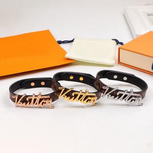 Europa américa estilo moda senhora mulheres impressão flor padrão design gravado v carta metal braceletes pulseira 3 cor
