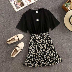 2020 New Summer Fashion Women's Chic Sets Short Sleeve Cotton Tshirt + Daisy Printed Chiffon Skirts Suits Students 2 Piece Set